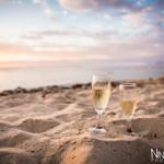 Mariage Réunion Ma Régisseuse wedding planner cérémonie laïque plage flûtes champagne sable fin sunset