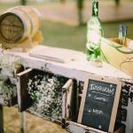 Mariage Ma Régisseuse wedding planner La Réunion décoration instagram commode champêtre gypsophile bouteille tonneau