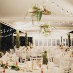 Mariage Ma Régisseuse wedding planner La Réunion décoration guirlandes épuré champêtre compositions florales tentes