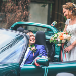 mariage, voiture, bouquet, rire,