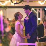 mariage, couple, danse, lumière, guirlande, robe, costume,